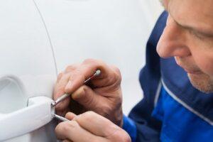 emergency locksmith in car
